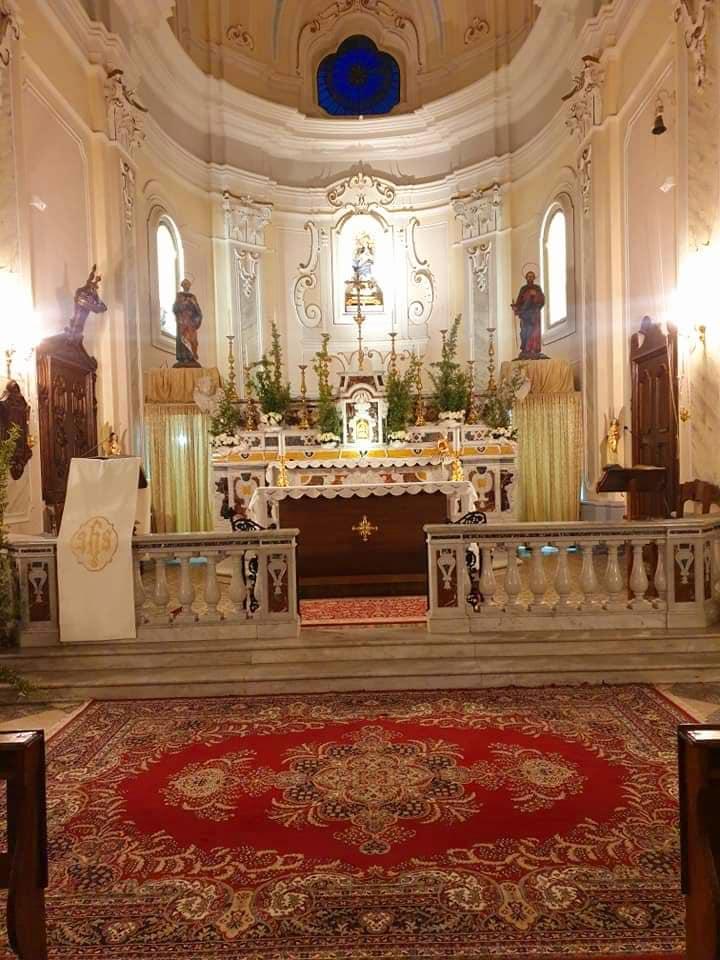 Stio, interno della chiesa dedicata ai Santi Pietro e Paolo